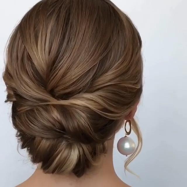 Elegantly Simple Updos Diy For Medium Length Hair Sasha Esenina Via Instagram Joyeux Noel20 Medium Length Hair Styles Easy Updo Hairstyles Hair Styles