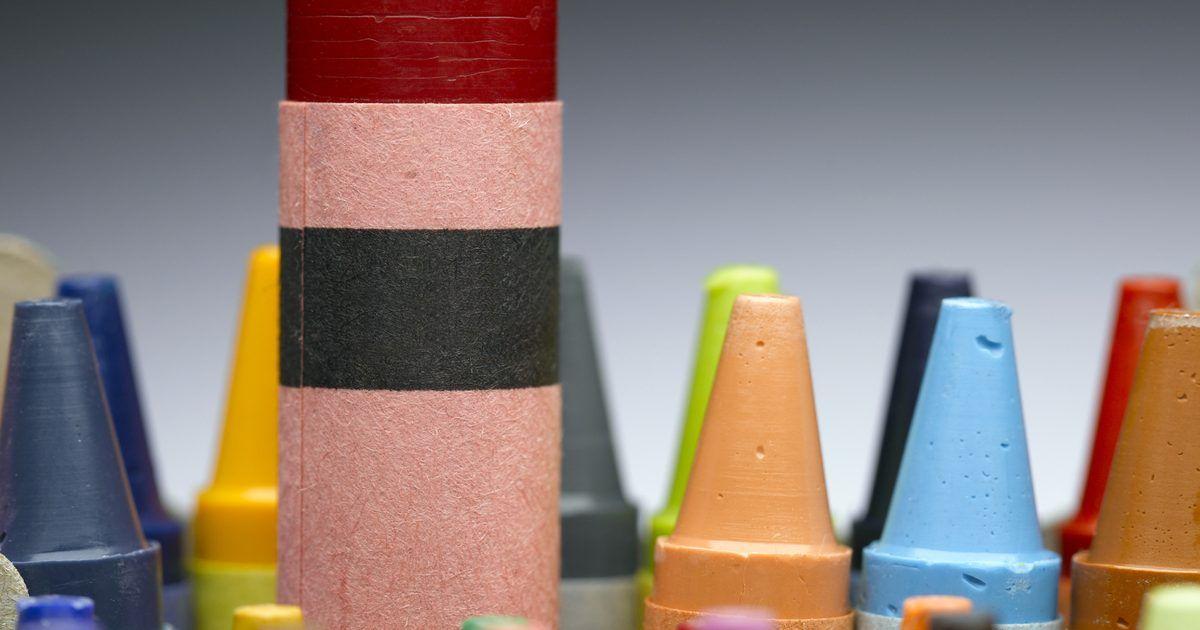 Crafts using crayons in a laminator melting crayons