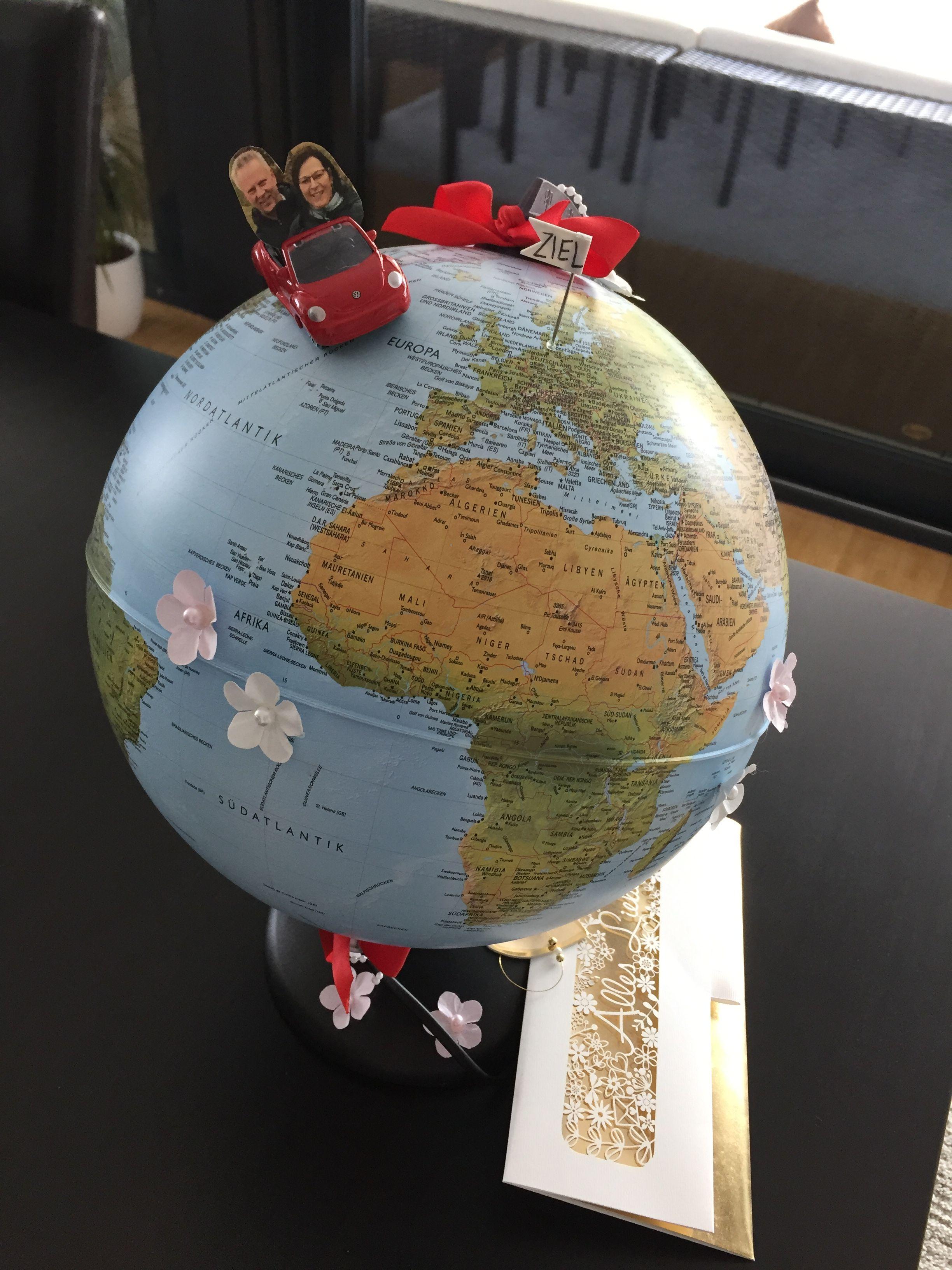 Hochzeitsgeschenk Globus Mit Dem Hochzeitspaar Im Auto Mit Einem Fahnchen Ist Das Ziel Markiert Dieser Ist Im Geschenk Hochzeit Hochzeitsgeschenk Geschenke