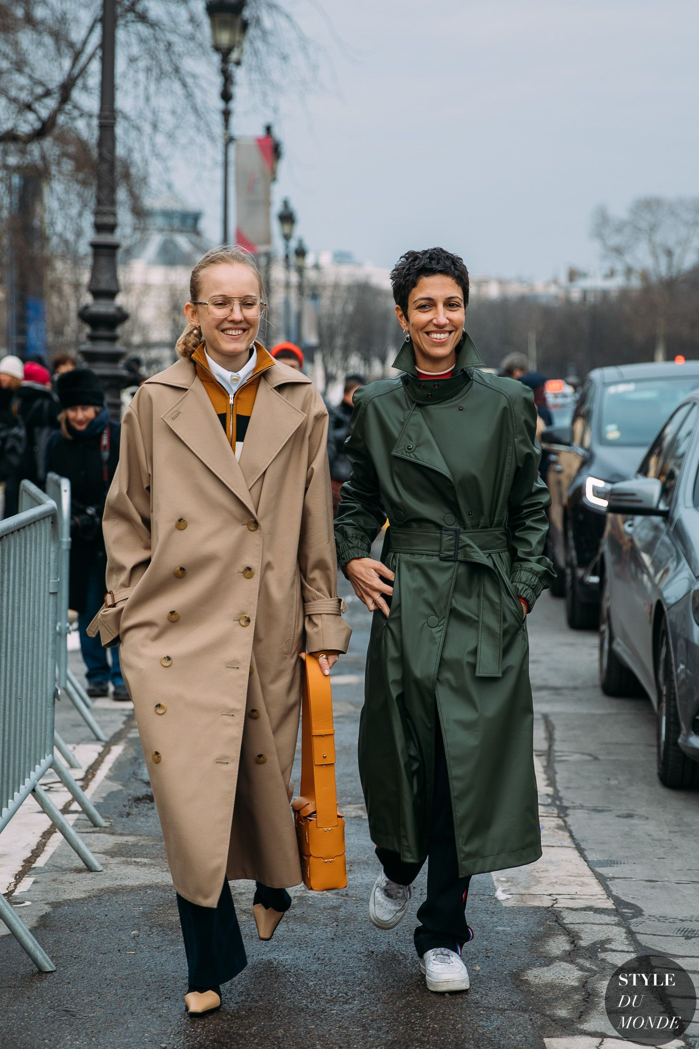 Alexandra Carl And Yasmin Sewell Street Fashion Photos Street Style Trench Coat Style