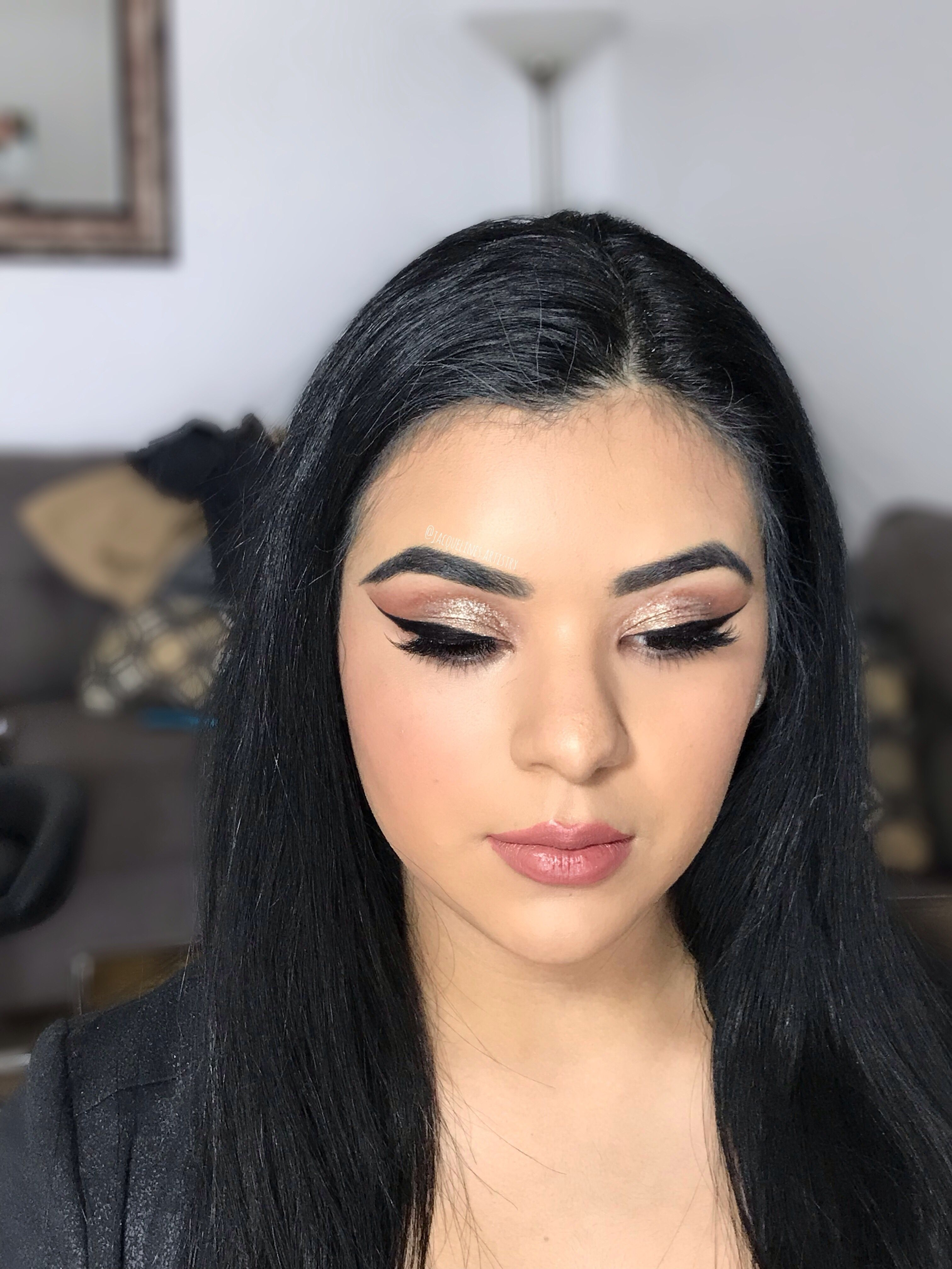 Winged liner, smoked out shadow Winged liner, Shadow