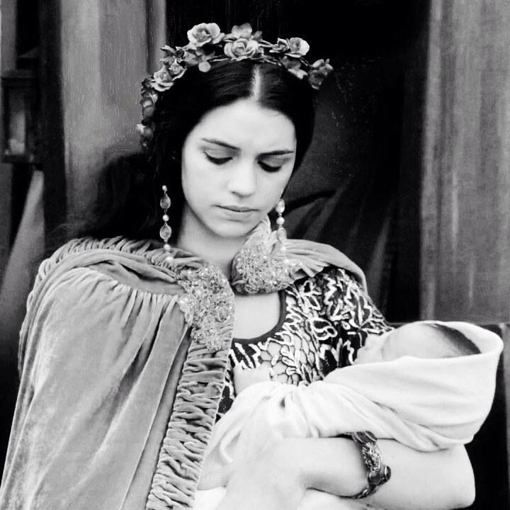 Adelaide Kane As Mary Queen Of Scots In Reign Reign Adelaide