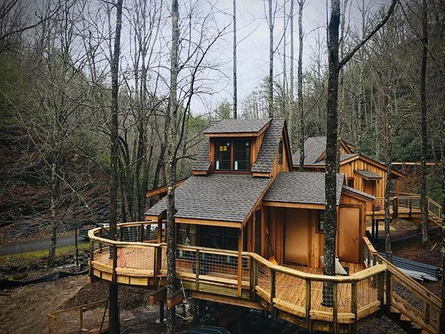 💥Reservations for Treehouse Grove at @nortoncreekresort open next Wednesday💥 Get on the VIP mailing list to reserve during the VIP Presale on Monday at 12noon ET. Link in our stories!🌲🏠 . #treehousegrove #treehouse #gatlinburg #tennessee #treehouserental