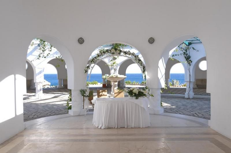 Weddings Abroad Affordable And Memorable And Planned To Perfection Wedding Abroad Getting Married Abroad Greece Wedding