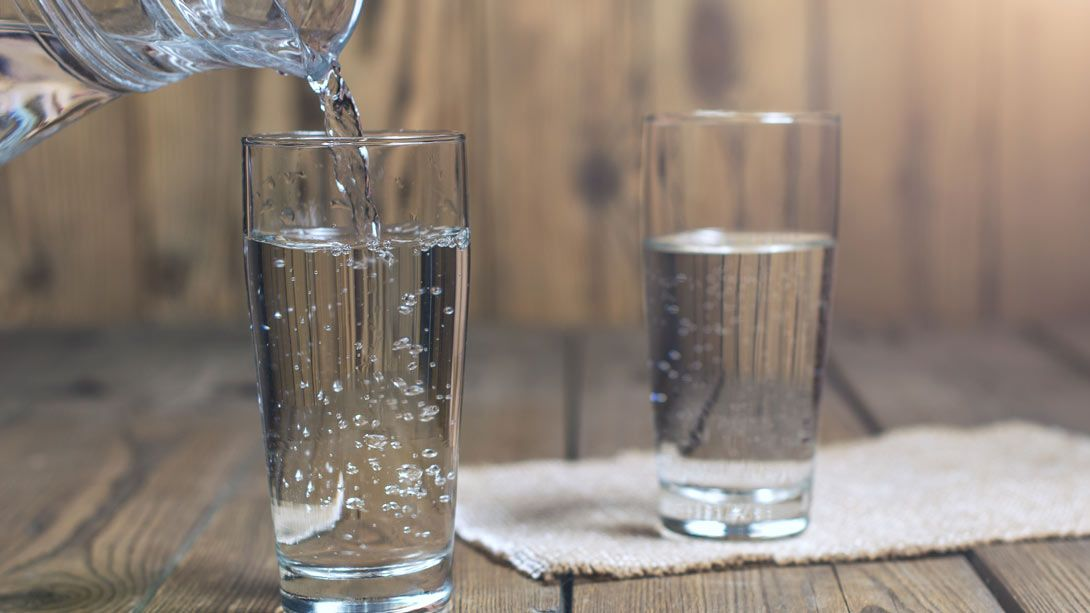 Sadhguru discusses the ideal temperatures for water and water-containing foods to be consumed, as well as the best heating methods.