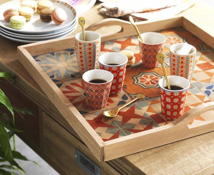 Idee Pour M Utiliser Des Carreaux Petit Pan Un Plateau En Bois Et Lui Fait Un Plateau De Ce Type Comptoir De Famille Tasses Espresso Et Vaisselle