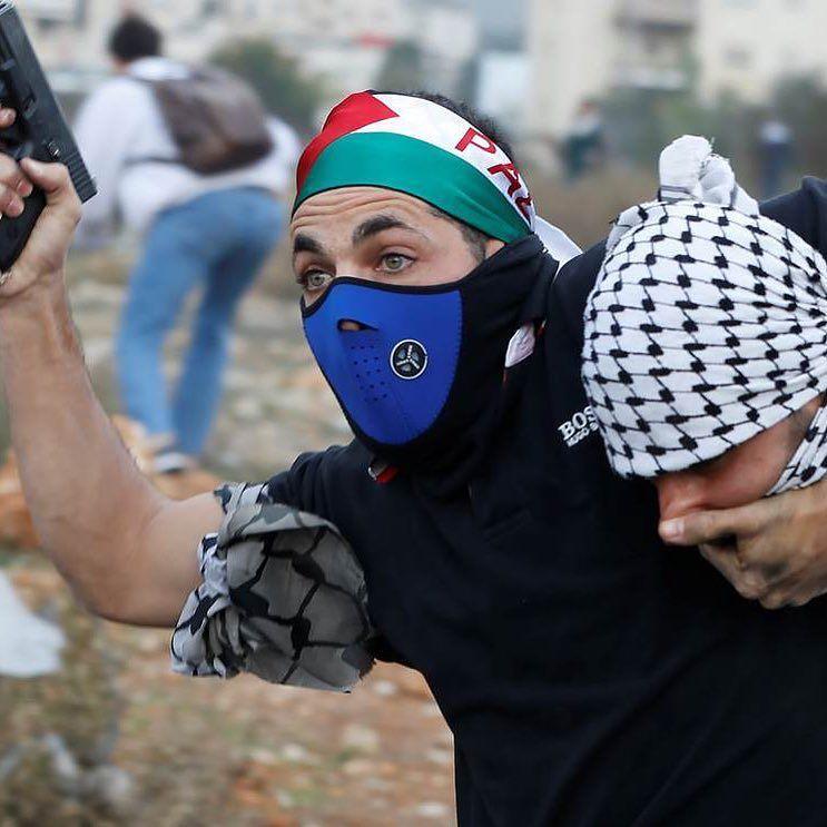 ال13 من ديسمبر كانون الأول رام الله اعتقال فلسطيني خلال تظاهرة قرب مدينة رام الله في الضفة الغربية من قبل عنصر من و Instagram Posts Instagram Sleep Eye Mask