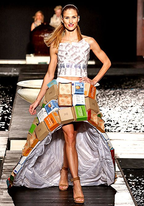 It Took 900 Wrappers To Make This Mcdonald S Wedding Dress Fashion Dresses Recycled Dress