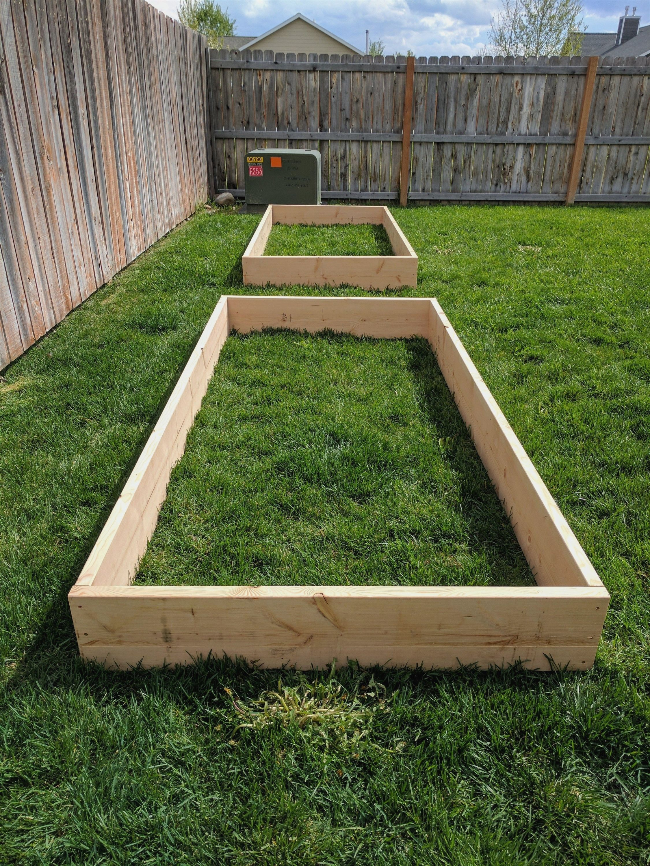 DIY Raised Garden Beds Planting a garden soon? Follow