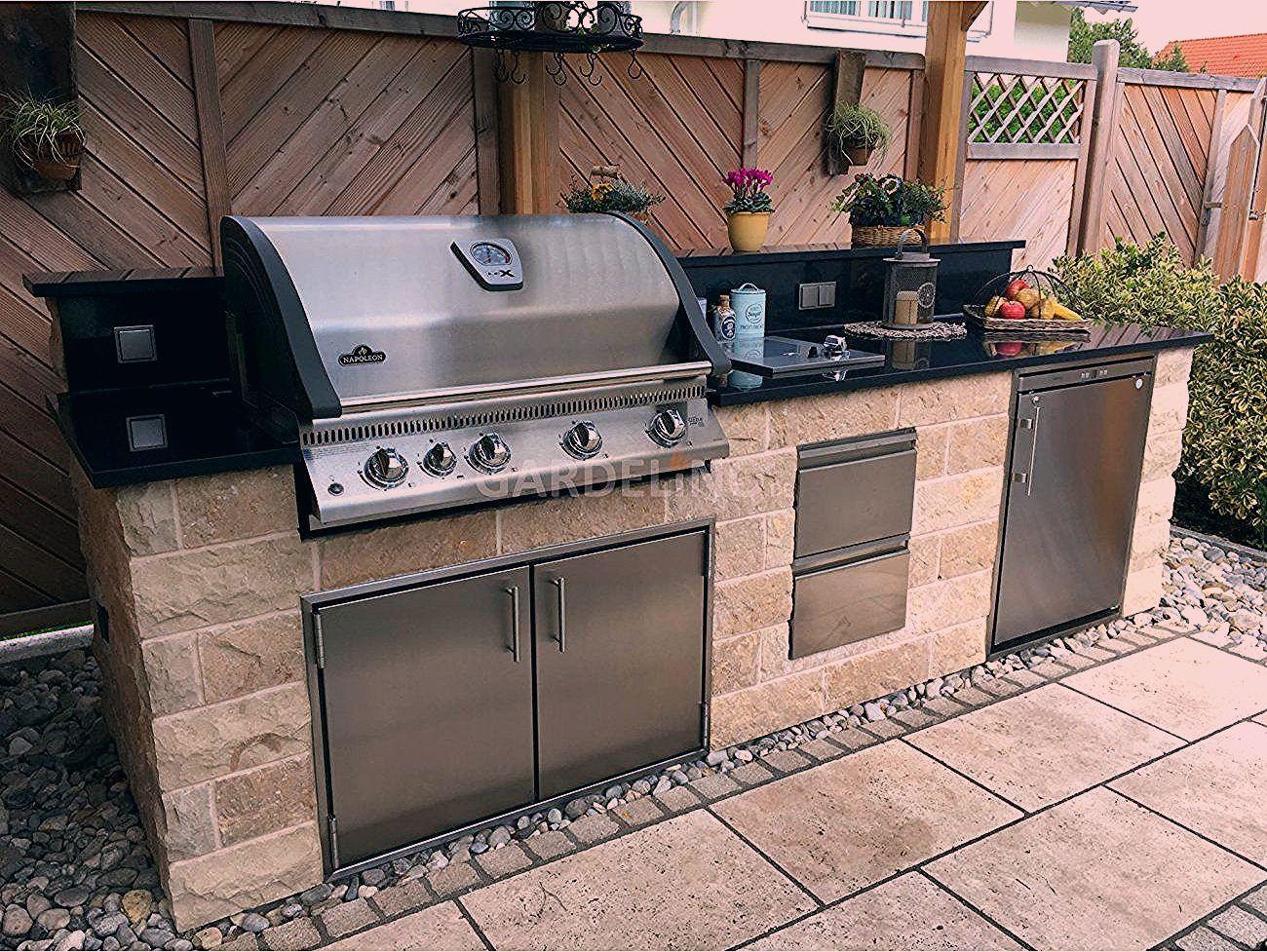 Inspiration Selbstgebaute Uberdachte Moderne Aussenkuche Aus Stein Mit Napoleon Einbaugrill Im Garten Inspirati In 2020 Kitchen Decor Outdoor Decor Studio Kitchen
