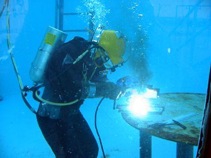 Pin By Nick Woolf On My Career Goals Underwater Welder Underwater Welding History Of Welding