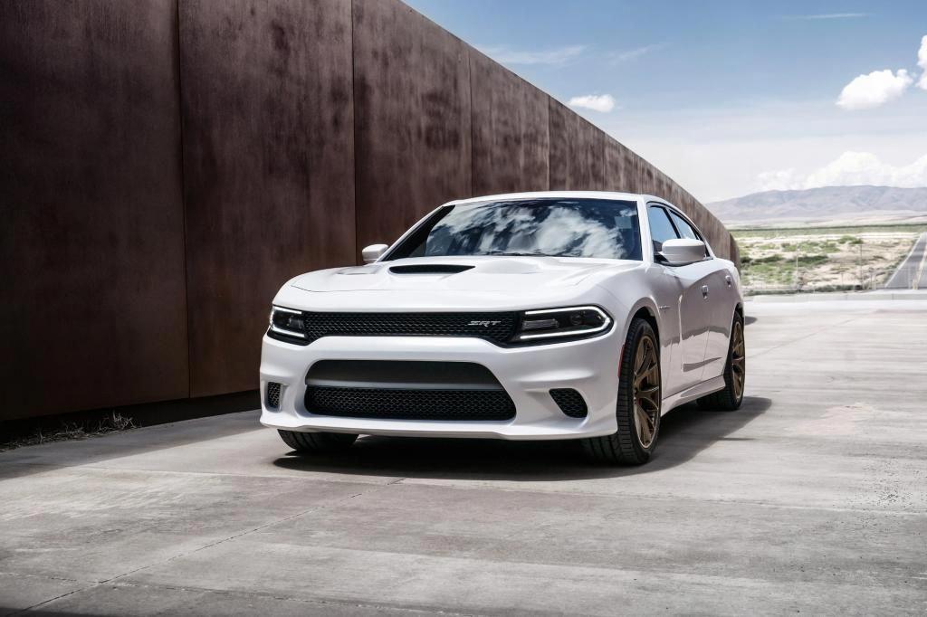 Ein Auto Mit 527 Kw 717 Ps 881 Newtonmetern Drehmoment Vier Türen Und Stufenheck Das Kann Auch Nur Den Dodge Charger Hellcat Dodge Charger Srt Dodge Charger