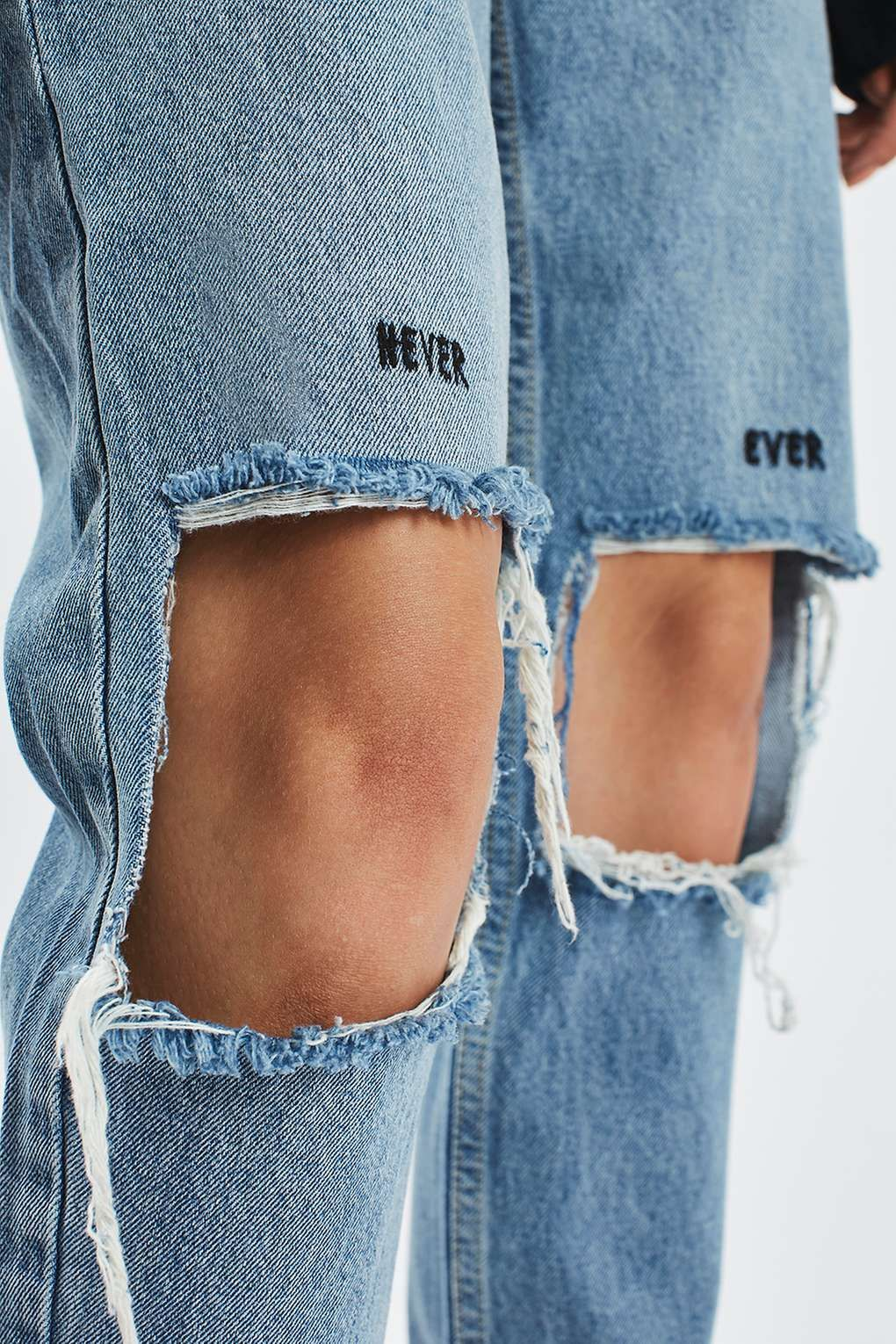 48aae502429401 MOTO Slogan Ripped Mom Jeans in 2019 | Outfits | Ripped mom jeans ...