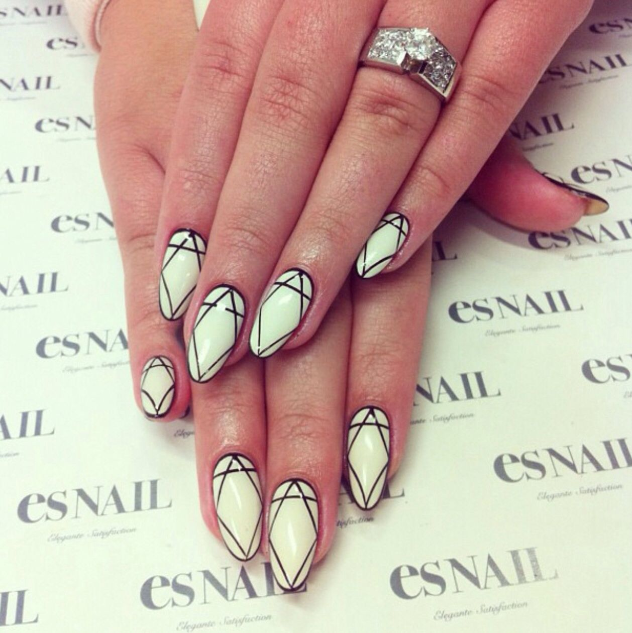 ES nail, nail art, black and white nail polish, diamond, diamonds ...