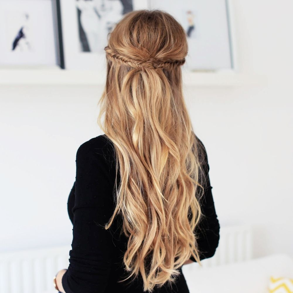 We can't get enough of pretty holiday hairstyles! In this week's tutorial,  Luxy Team member - Zane, will show you how to create this super cute & easy  Holiday Half Updo with her Dirty Blonde Luxy Hair Extensions.  A little bit bohemian, effortless and feminine - this hairstyle is perfect  for your holiday parties or any special event. Compliments are guaranteed!  :)  Fishtail braid is one of Zane's all time favourite hairstyles so, of  course, she had to incorporate fishtails in this…