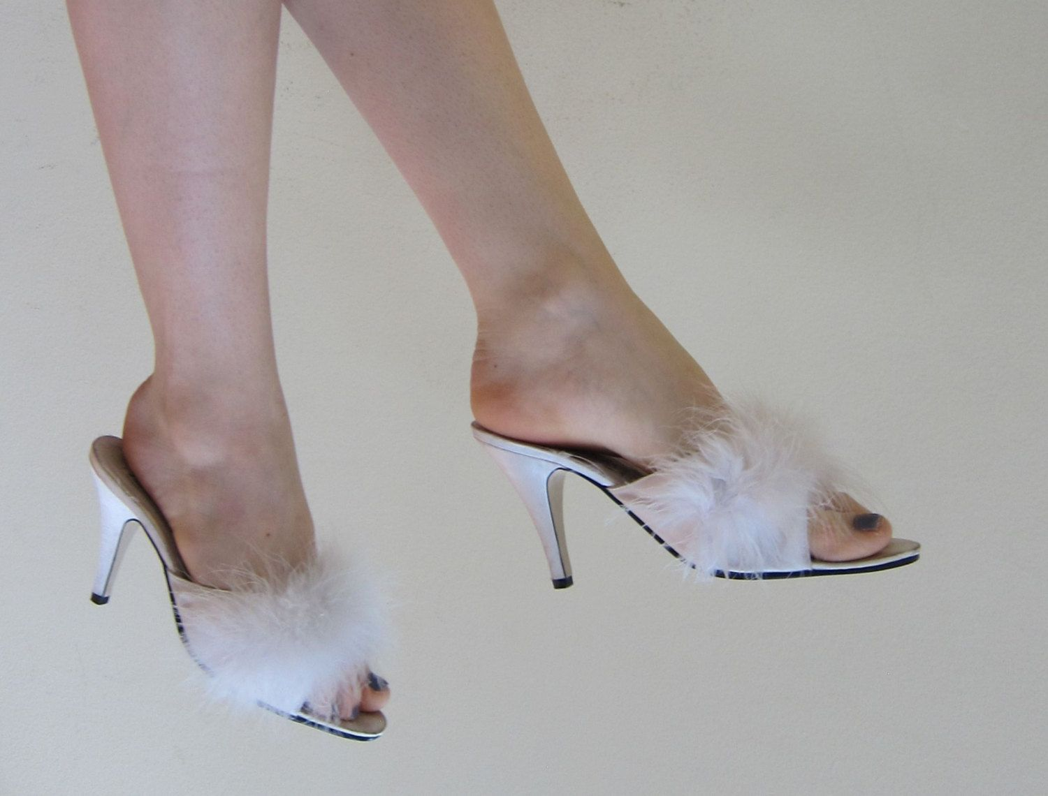 3290dd3508fc8 Vintage White Satin and Ostrich Feather Mules   90s Does 50s Pinup Boudoir  Slippers Frederick s of Hollywood   7 1 2 by BasyaBerkman on Etsy