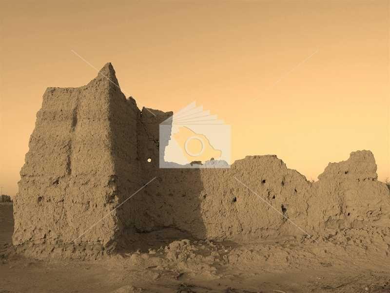 سور حصن تاريخي في مدينة الدلم Monument Valley Natural Landmarks Monument
