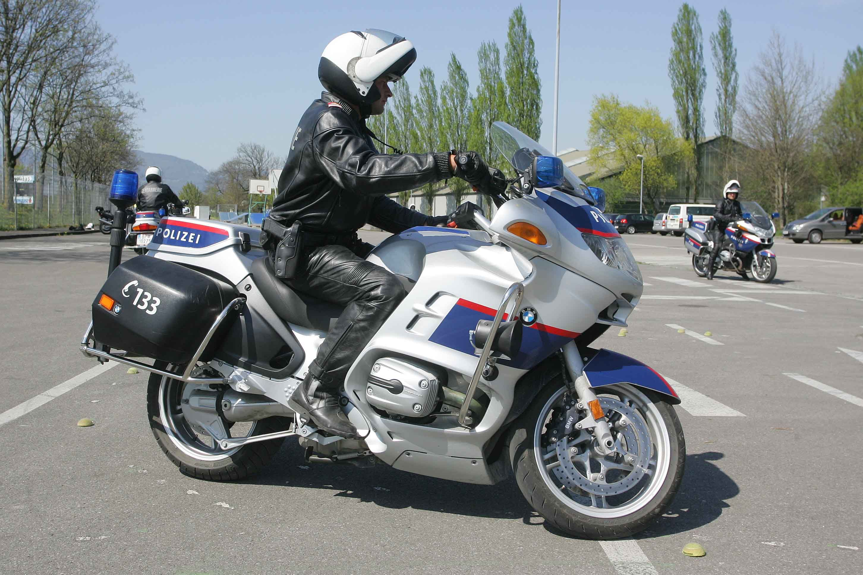 File Austrian Police Motorcyclistjpg Police Bmw Boxer Bmw
