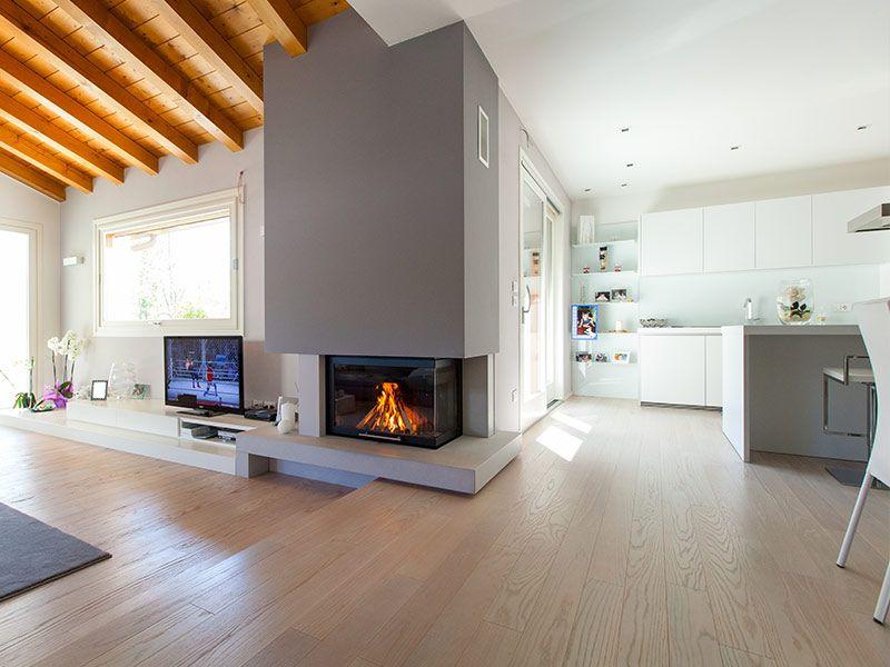 Caminetto moderno bifacciale ad angolo casa pinterest for Soggiorno moderno ad angolo