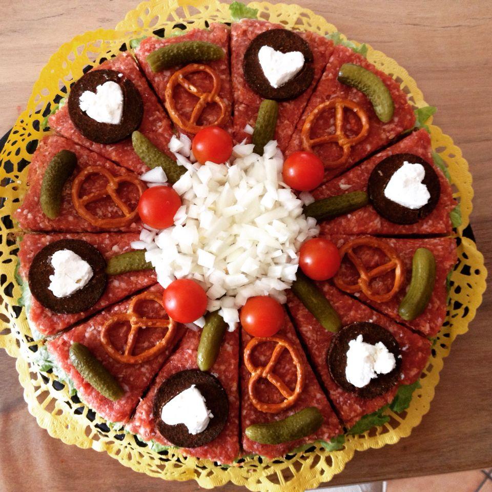 Brottorte mit mett brottorte pinterest brottorte mett und kalte platten - Deko vorschlage fur kalte platten ...