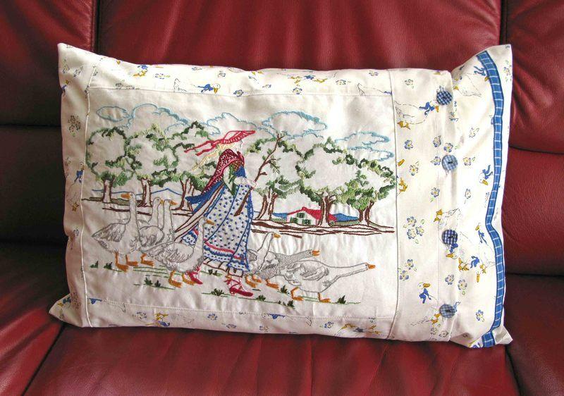 """Embroidery - Kissenbezug mit großer Stickerei """"Gänsehirtin"""" von Traudi's Sticheleien auf DaWanda.com"""