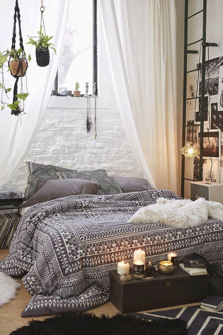 Schlafzimmer Deko Boho Hippie Modern Ethno Grau Vorhänge Weiß Kerzen