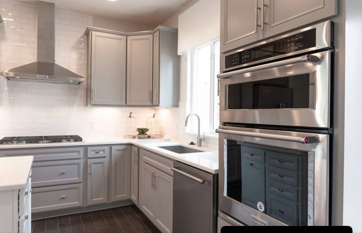 Pin By Beautiful Idiot Clothing On Lar Townhome In 2020 Kitchen Cabinets Decor Kitchen