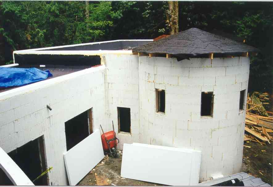 Round icf walls by quad lock round houses pinterest for Foam concrete construction