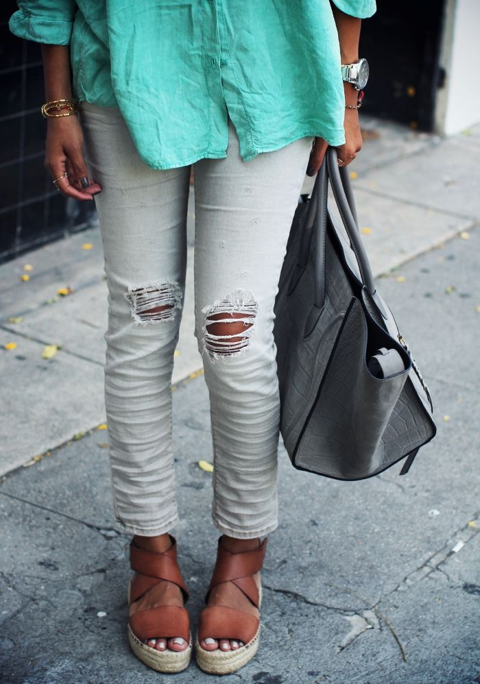 turquoise top, pale pants, tan shoes, grey bag, aviators