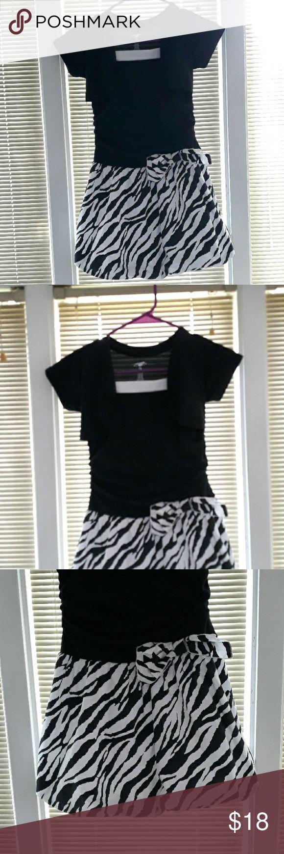 Extrem Me schwarz-weißes Kleid mit Zebrastreifen Extrem Me ...