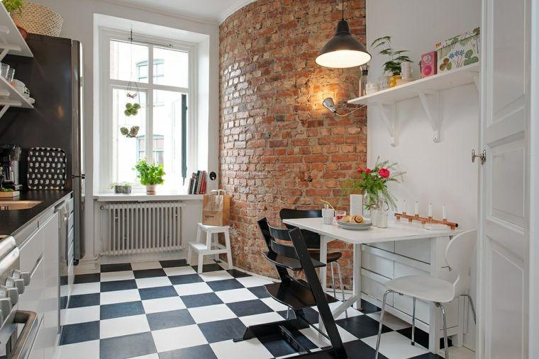 cucina con mobili bianchi e pavimento con piastrelle bianche e nere ...