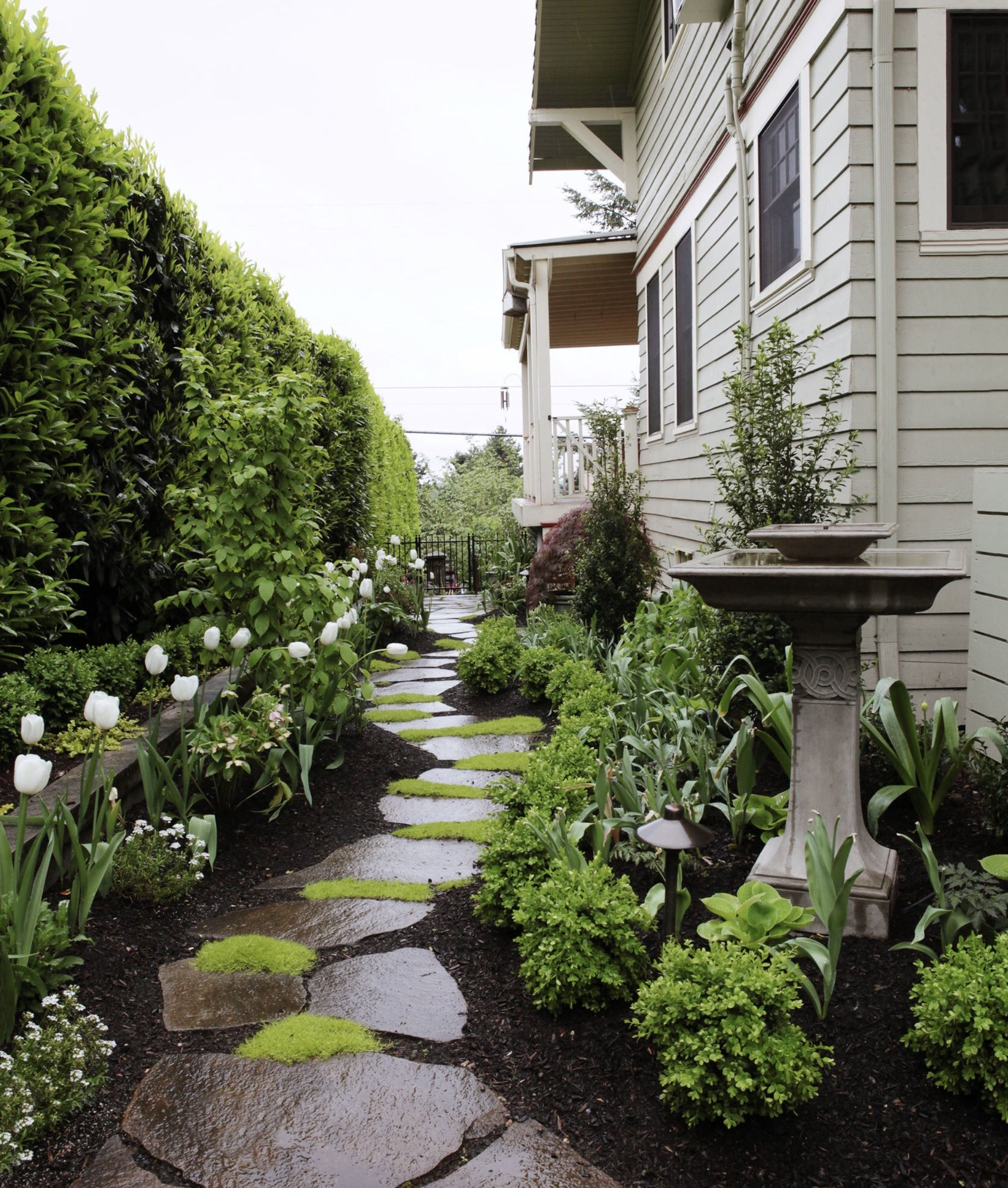 Lovely 20 Cottage Style Landscaping Ideas To Enhance Your: Meandering Path With Beds On Either Side