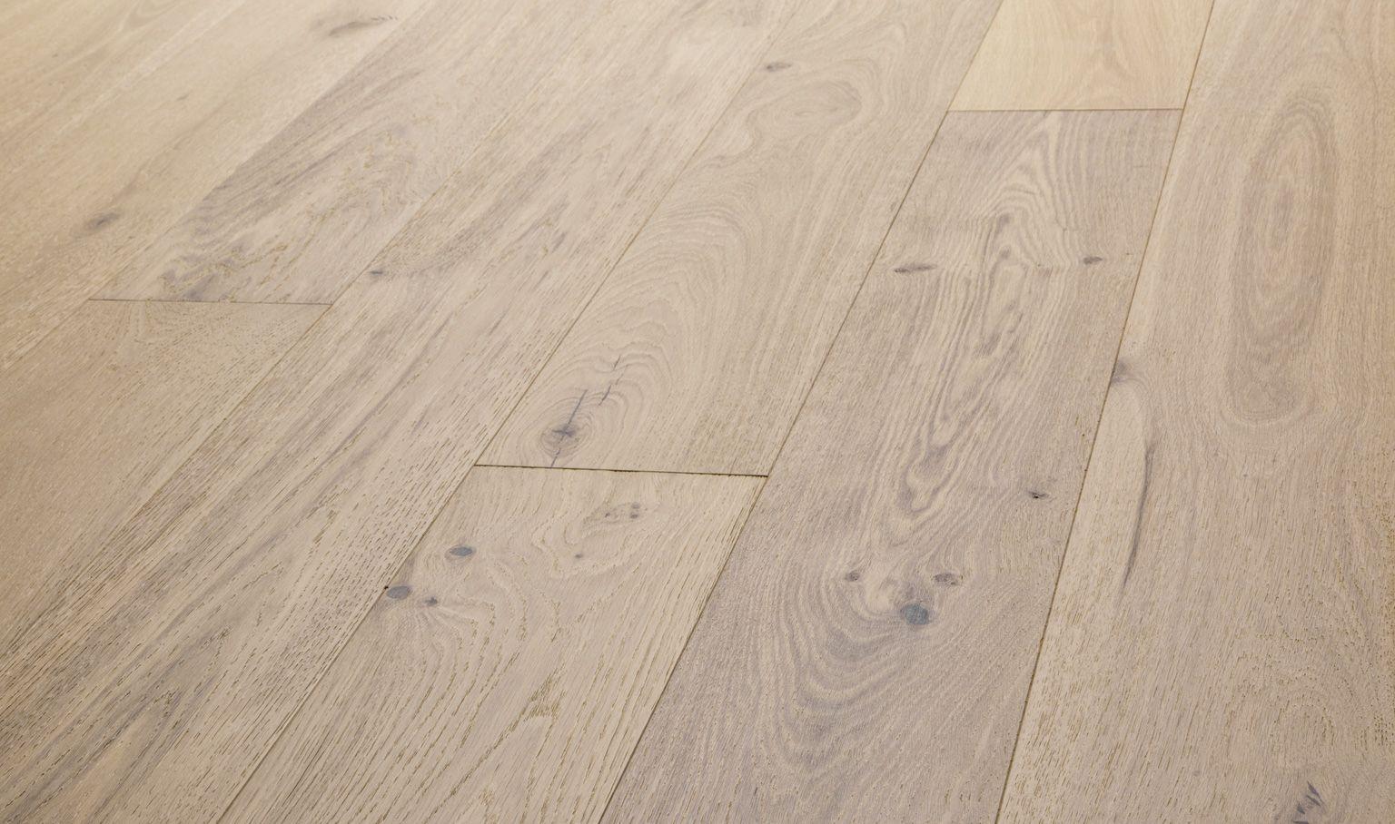 Grigio European Oak Hardwood Flooring Tan Bronze