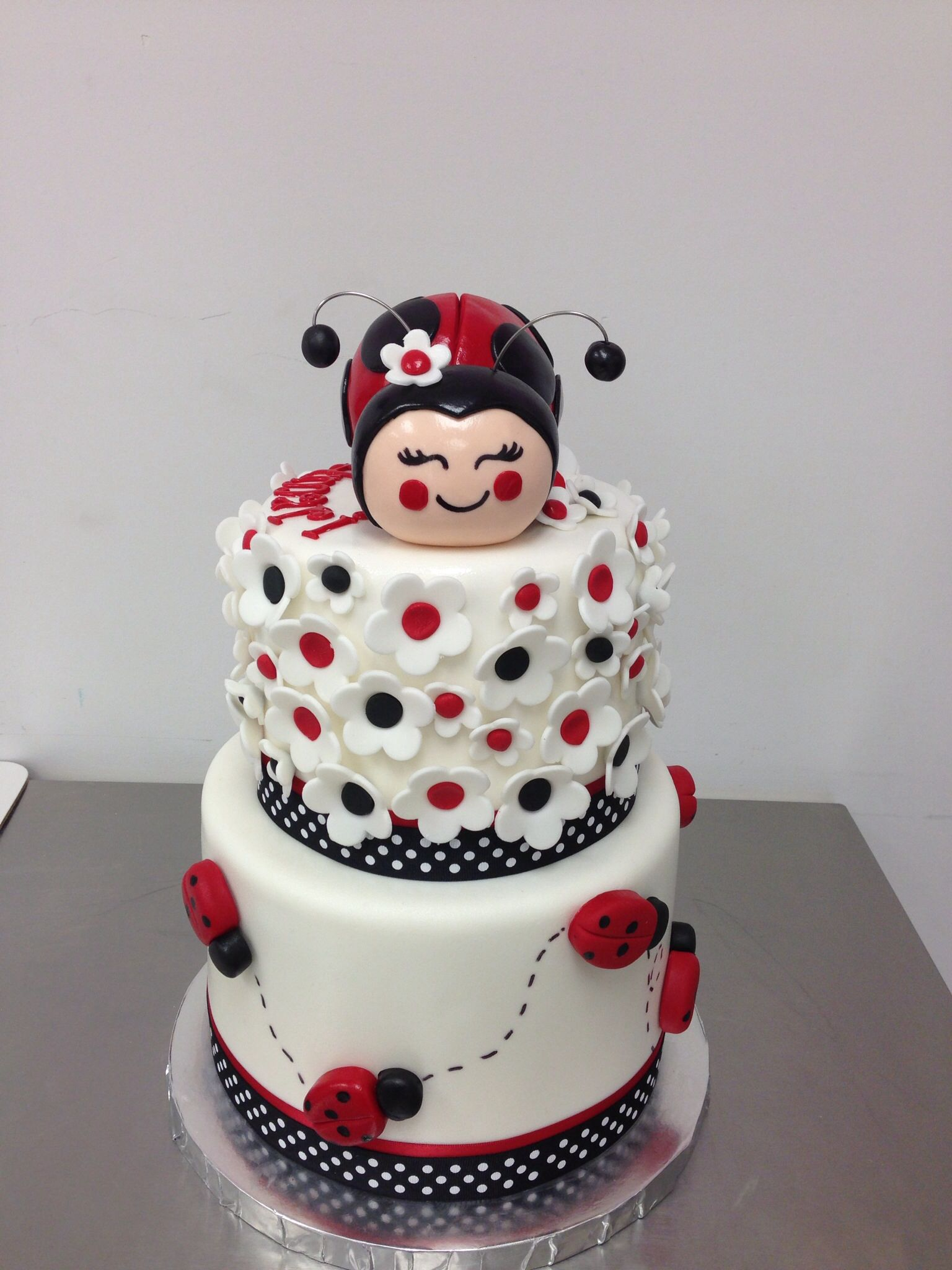 Pretty Lady Bug cake festas Pinterest Lady bugs Cake and
