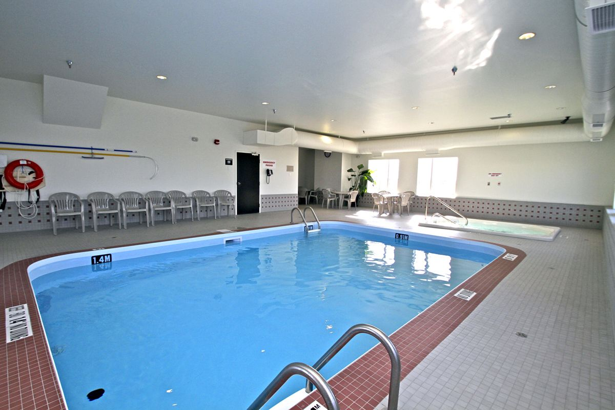 Enjoy The Indoor Heated Pool And Hot Tub At Motel 6 Winnipeg Call