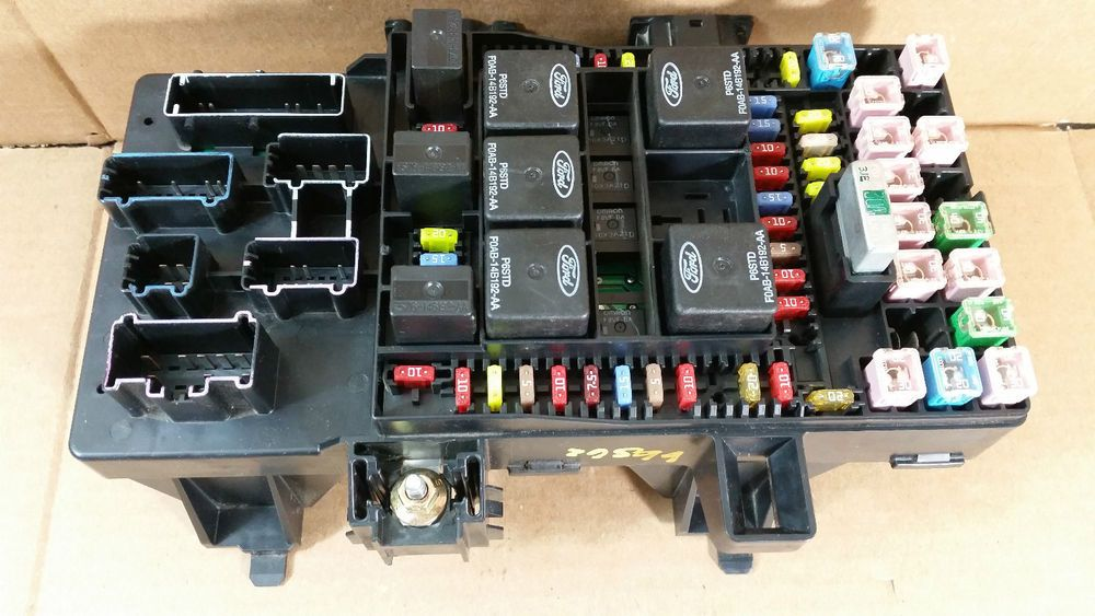 2004 54L Ford F150 UNDER DASH FUSE RELAY BOX OEM # 4L3T-14A067-AH