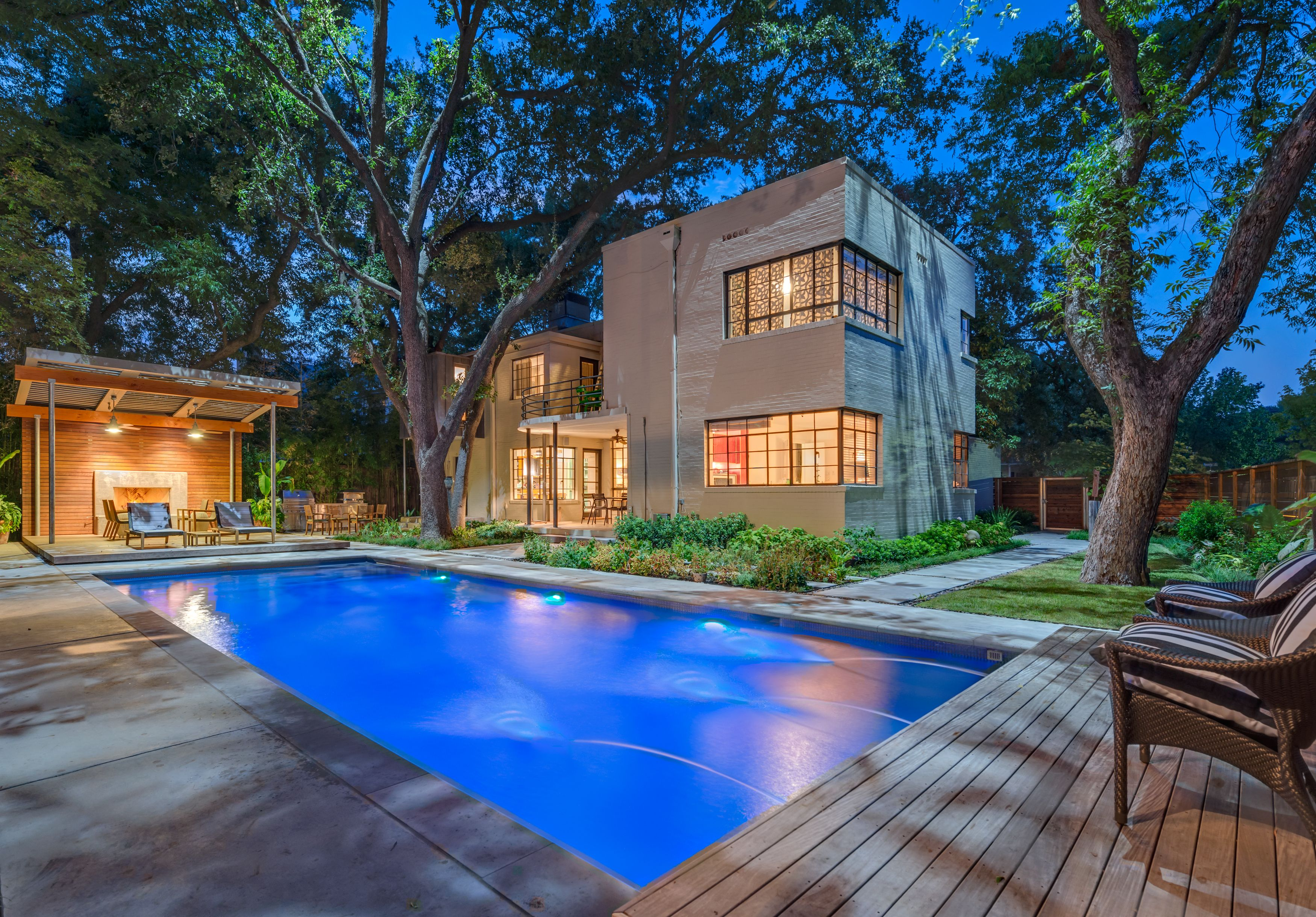 Pool structure on Beverly Drive in Dallas by Harold ...