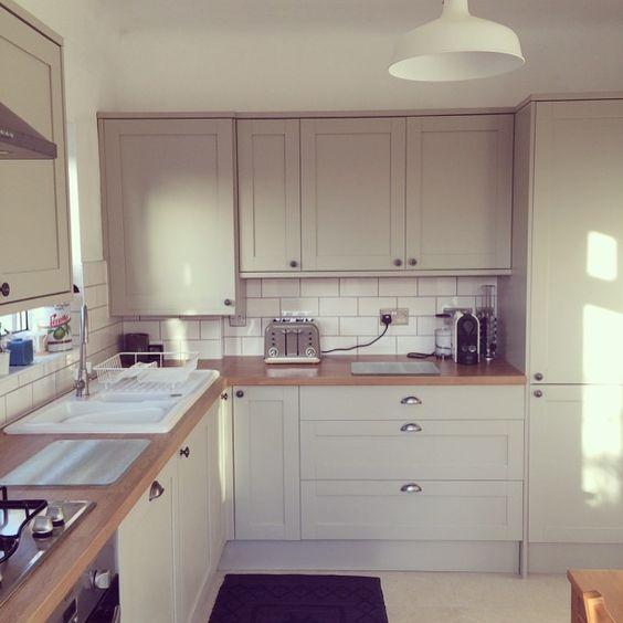 Howdens\' light grey Greenwich kitchen units:   Minimalist kitchen ...
