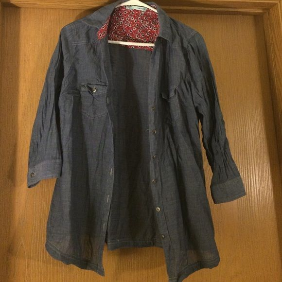Maurice's Denim Botton Up Top Maurice's Denim Botton Up Top! In great condition - wrinkles easily. I accept offers:) Maurices Tops Button Down Shirts