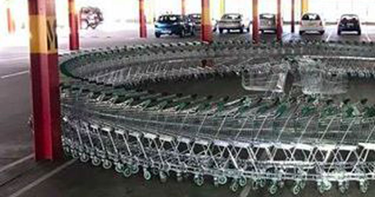 People are really admiring this perfect circle of shopping