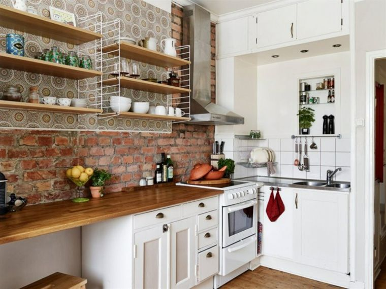 mensole in legno con tazzine bianche, mobili della cucine ...