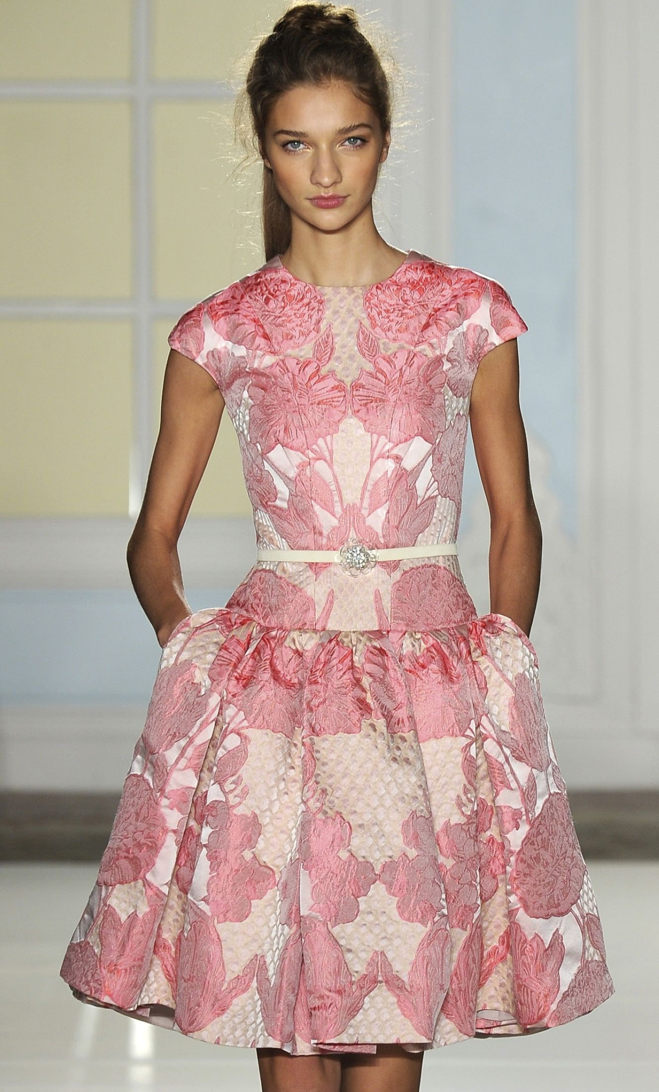 love this but not the neckline - love the baby pink | modelo de ...