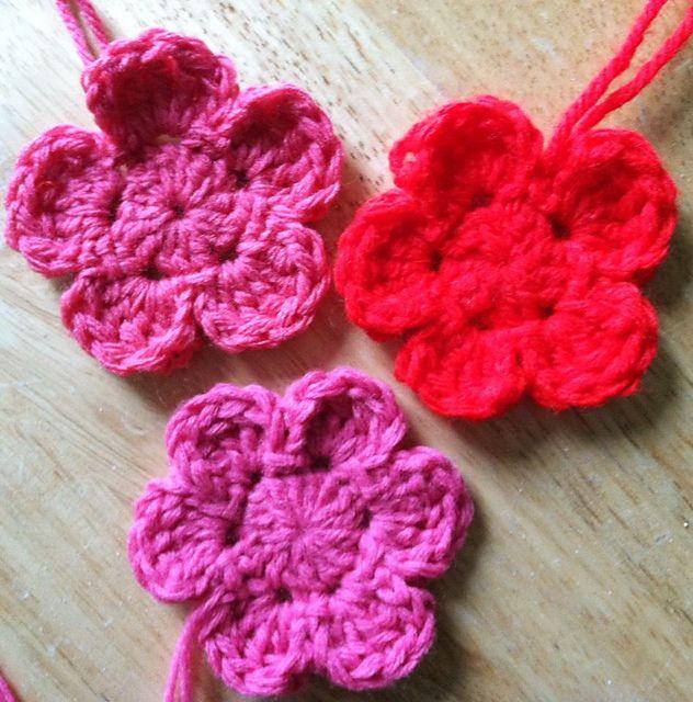 Ravelry: 5 or 6 petal crochet flower pattern by Andrea Harrison | I ...