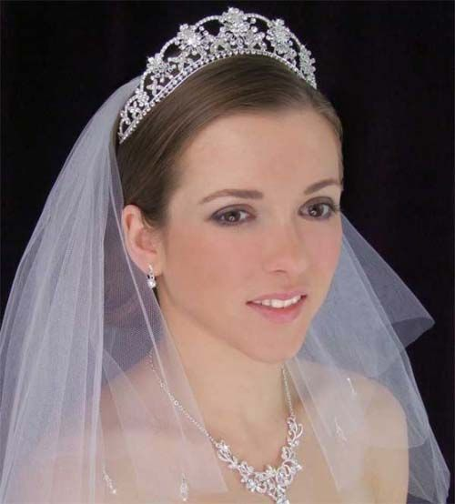 beautiful wedding tiaras with veils