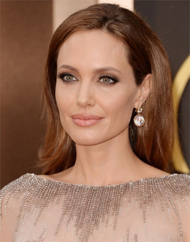 Angelina Jolie's Oscars Beauty: Her Brown Smokey Eye & Exact Mani – Fashion Style Magazine - Page 4