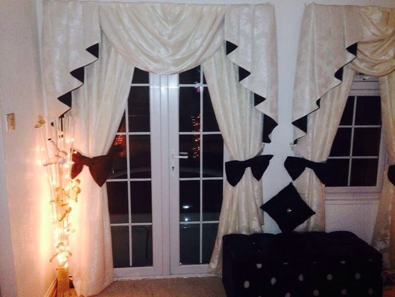 Designer Curtains 1 Swags And Tails Ivory And Black Incl Large Bow Tiebacks Ivory Blinds