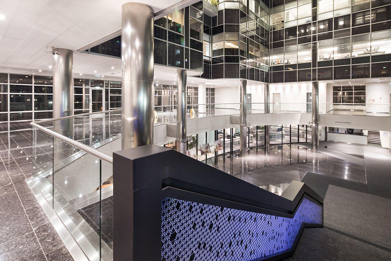 Interieur renovatie – The New Atrium Amsterdam #harryvan #interieur #ontvangstruimte #staal #trap #thenewatrium