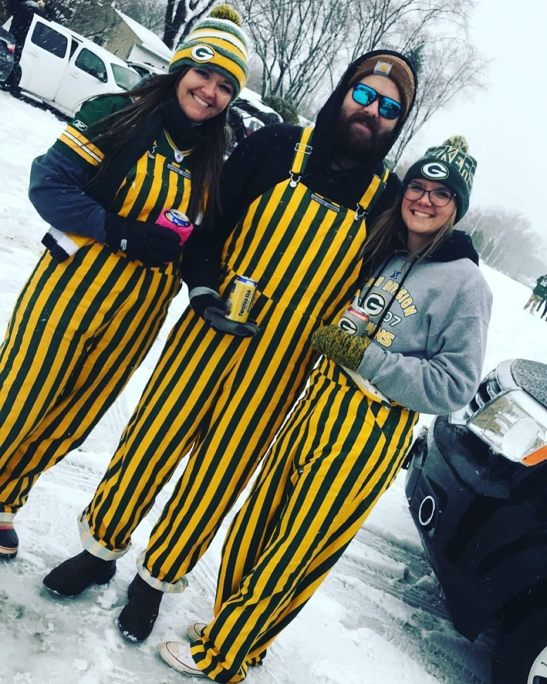 How Many Layers Are You Putting On For A Snowy Tailgate Gameday Outfit Nfl Fans Packers Fan