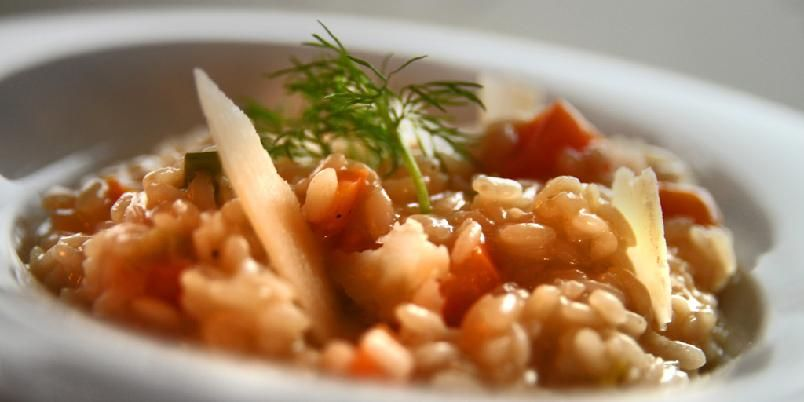 Enkel risotto - I denne risottoen er det bare fem ingredienser. (Pluss litt vann, salt, pepper og olje).
