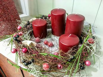 umspielte leichtigkeit adventskranz kerzen rot. Black Bedroom Furniture Sets. Home Design Ideas